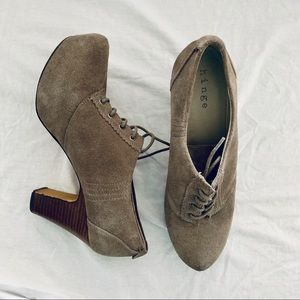 Nordstrom Hinge Gray Suede Lace Up Booties Sz 9.5